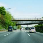 高速道路の渋滞時は左車線の方が速い?安全な走り方とは?