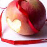ハロウィンの夜に未来がわかる りんごゲームで3つの恋愛占い