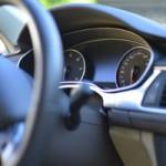 車を降りる時乗る時に発生する静電気を防止する方法とは?